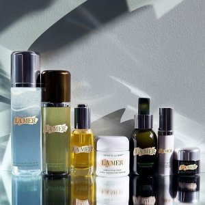Choose a complimentary luxury-edition samplewith any online purchase of $250+ @ La Mer