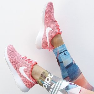 Extra 25% OffRoshe Sneakers @ Nike