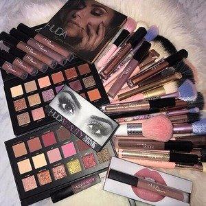 英国定价8.3折  收18色眼影Huda Beauty 彩妆限时全球免邮