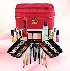 35 Piece Beauty Upgrade (Worth over $400)Just $49.50 with any $35 purchase @ Elizabeth Arden