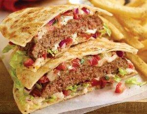 买一送一Carls Jr 门店 肉卷Steak Quesadilla 促销